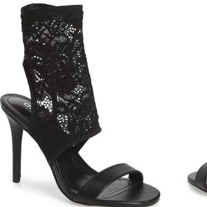 Nwt, David Charles stretch lace cuff heels